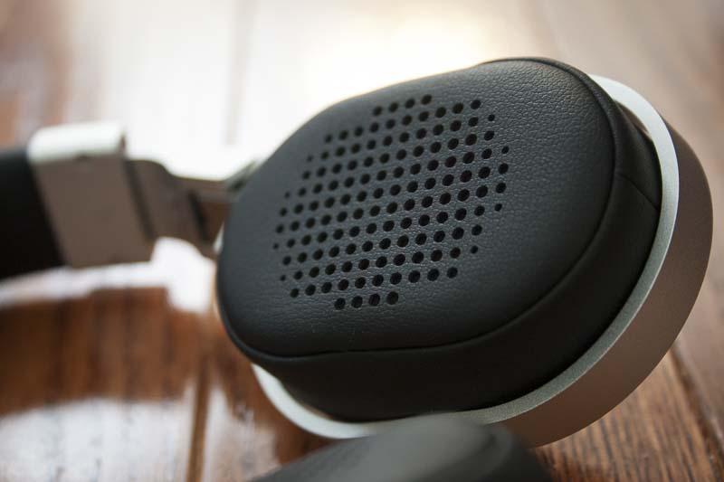 kef-m500-headphones-earcups
